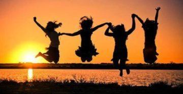 happy-women-devushki-jenshiny